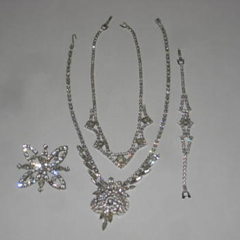 Costume Jewelry - Costume Jewelry