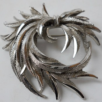 "Vintage SPHINX Feathers Brooch""A38""Circa 20 century - Costume Jewelry"