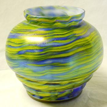 KRALIK IRIDESCENT METALLIC BLUE,YELLOW GREEN RIBBED GLASS VASE ,c 1920 - Art Glass