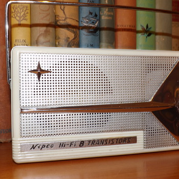 EARLY NIPCO TRANSISTOR RADIO