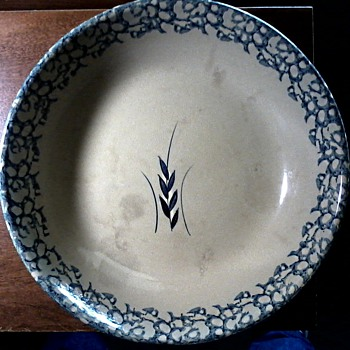 "Robinson Ransbottom Blue Spongeware & Wheat Pattern 13-1/2"" Pasta Bowl / Circa 1930-40"