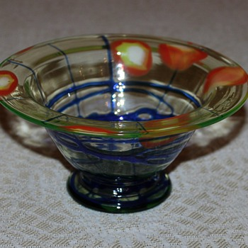 Unmarked bowl with wonderful decor - Art Glass