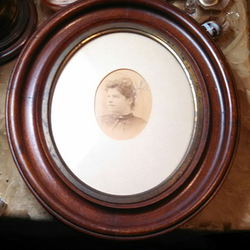 Antique Oval Wooden Picture Frame-w/photo!