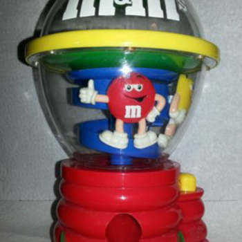 Very cool m&ms dispenser - Advertising