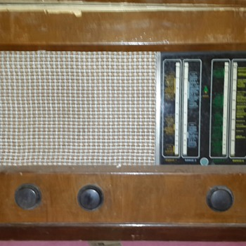 Old Bush Valve Radio