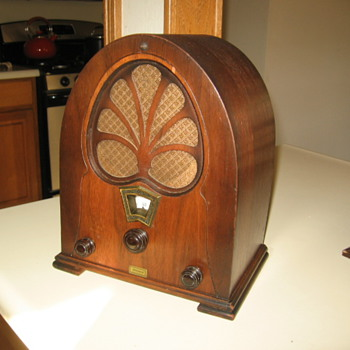 Willard Mini Pee Wee Cathedral Tube Radio  - Radios