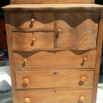 Serpintine style solid oak dresser - Furniture