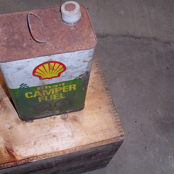 Shell metal fuel can. - Petroliana