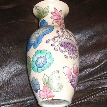 a unique oriental vase - Asian