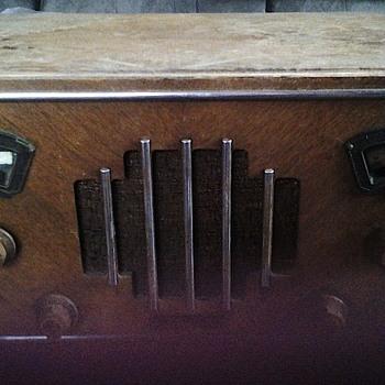 Zenith Radio 827 A