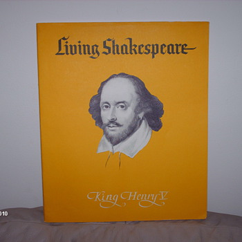 Living Shakespeare        THE TRAGEDY OF     KING  HENRY V    by William Shakespeare   - Books