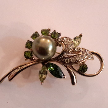 1950s or 60s costume brooch - Costume Jewelry