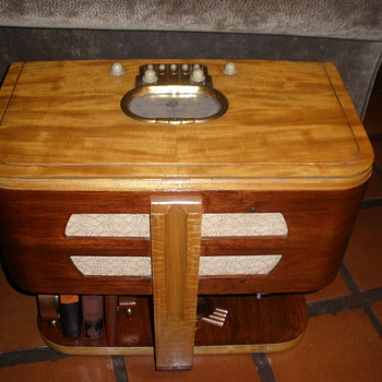 Art Deco Zenith Chairside Radio