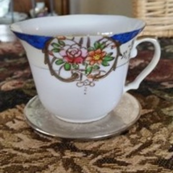 Fine bone china cup - China and Dinnerware