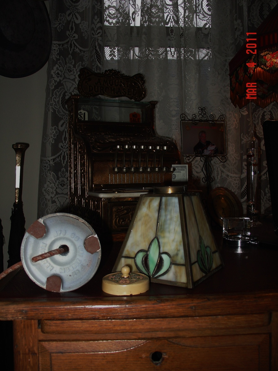 electric aladdin lamp no 4 slag glass shade from