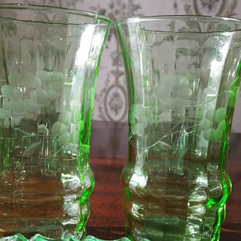 Vaseline glass uranium tall glass tumblers