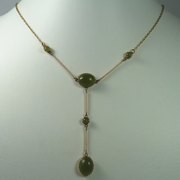 A Rare New Zealand Colonial Tangiwai (Bowenite) Necklace