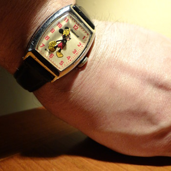 THANKYOU KERRY BUDDY FOR THE 1947 MICKEY MOUSE WATCH  - Wristwatches