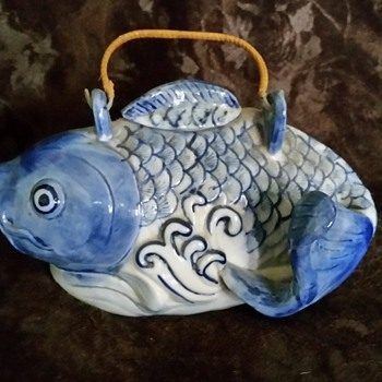 blue and white teapot fish