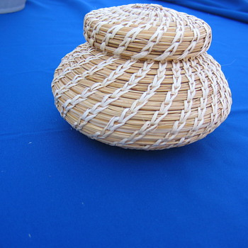 NATIVE AMERICAN BASKET THAT NEEDS AN ACCURATE DETERMINATION AS TO WHICH TRIBE MADE IT - Native American