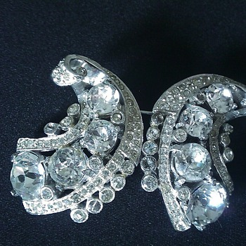 Coro Duette Pin/Brooch - Costume Jewelry