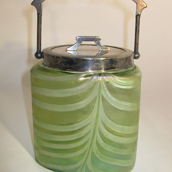 Pallme Konig and Habel Beautiful Pulled feather decor iridescent Biscuit Barrel ca 1900 - Art Glass