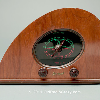 "Climax ""Baby Rudy"" Art Deco Tube Radio  - Radios"