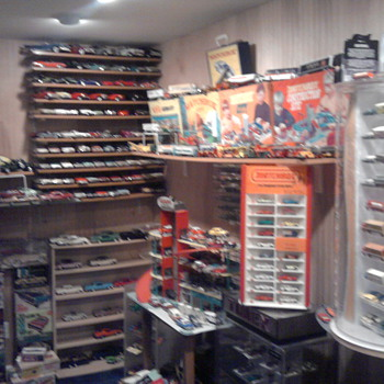 This room is packed....  I just can't stop buying.... - Model Cars