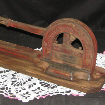 "Early Simmons Hardware ""Keen Kutter"" Tobacco Cutter"