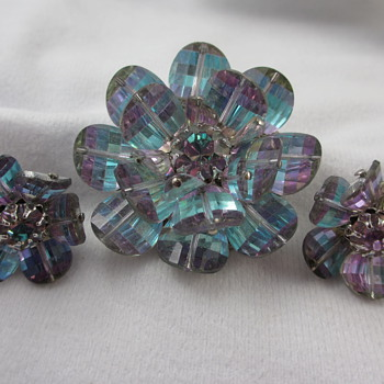 Vendome Saphiret?  Sapphirine? Flower Brooch Earring Set - Costume Jewelry