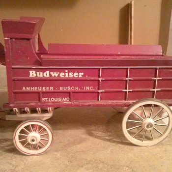 Need help, Budweiser flocked clydesdales and wooden wagon - Breweriana