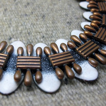 Early Matisse white/black copper enamel bracelet - Costume Jewelry