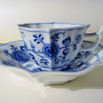 Meissen Cup and Saucer, Unusual Shape, Wonderful Painting, Old? - China and Dinnerware