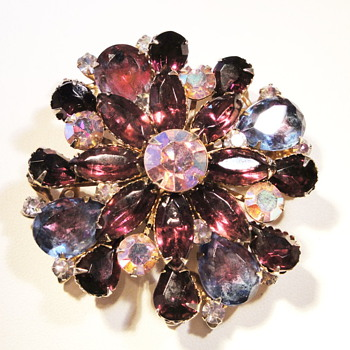 Vintage purple rhinestone glass brooch - Costume Jewelry