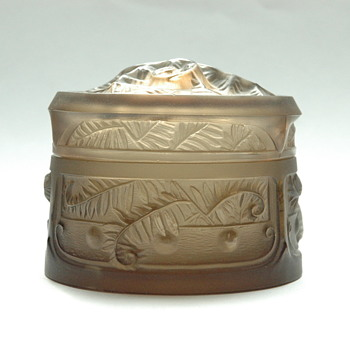 art deco lided box with ferns pattern - signed LORRAIN