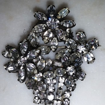 Vintage Trembler Rhinestone Flower Basket Pin- Maker? - Costume Jewelry