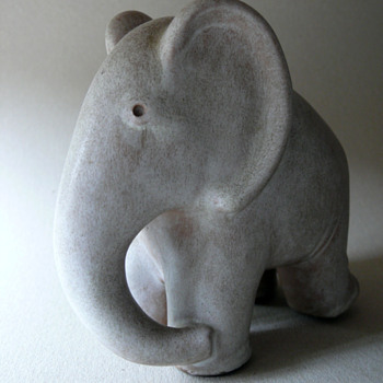 hamelner töpferei elefant by peter delius - Art Pottery