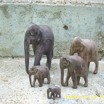A herd of elephants - Folk Art