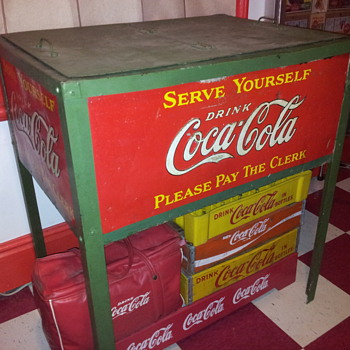 Late 20's Early 30's Canadian Coca-Cola St. Thomas Ice Chest - Coca-Cola