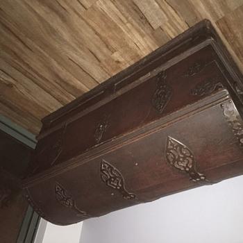 Antique chest, no idea where or why. Distinctive lock.
