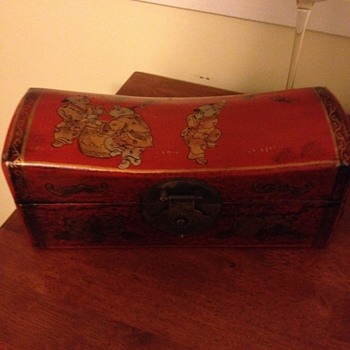 chinesse pillow box with signiture in chineses - Asian