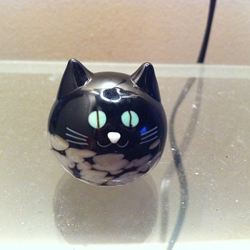 Round Black & White Glass Cat Figurine