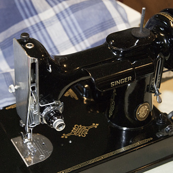Vintage sewing machine - Sewing