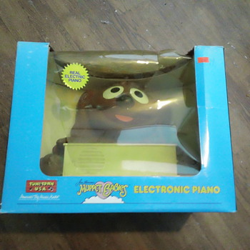 TUNE TOWN 1985 MUPPET BABIES ELECTRONIC PIANO  SEAL & MINT