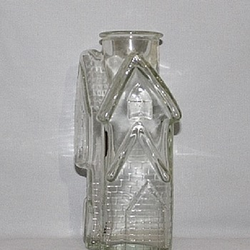 GLASS BOTTLE SHAPED LIKE A COTTAGE