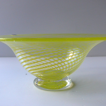 pukeberg bowl - Art Glass