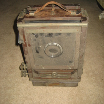OLD Camera late 1800&#039;s? - Cameras