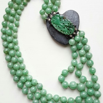 1920 large 3 rows jadeite necklace, Art Deco clasp.