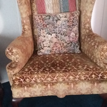 Similar to Queen Anne Antique Chair