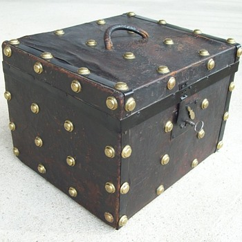 Leather covered small trunk or hat trunk, 1850's